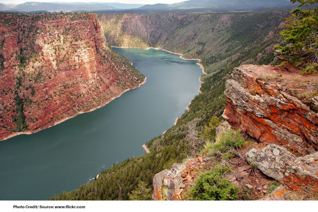 the calm waters of the Green River against the red rocks of Flaming Gorge