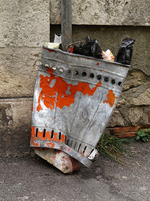 Crushed trash bin, Scali Saffi, Livorno