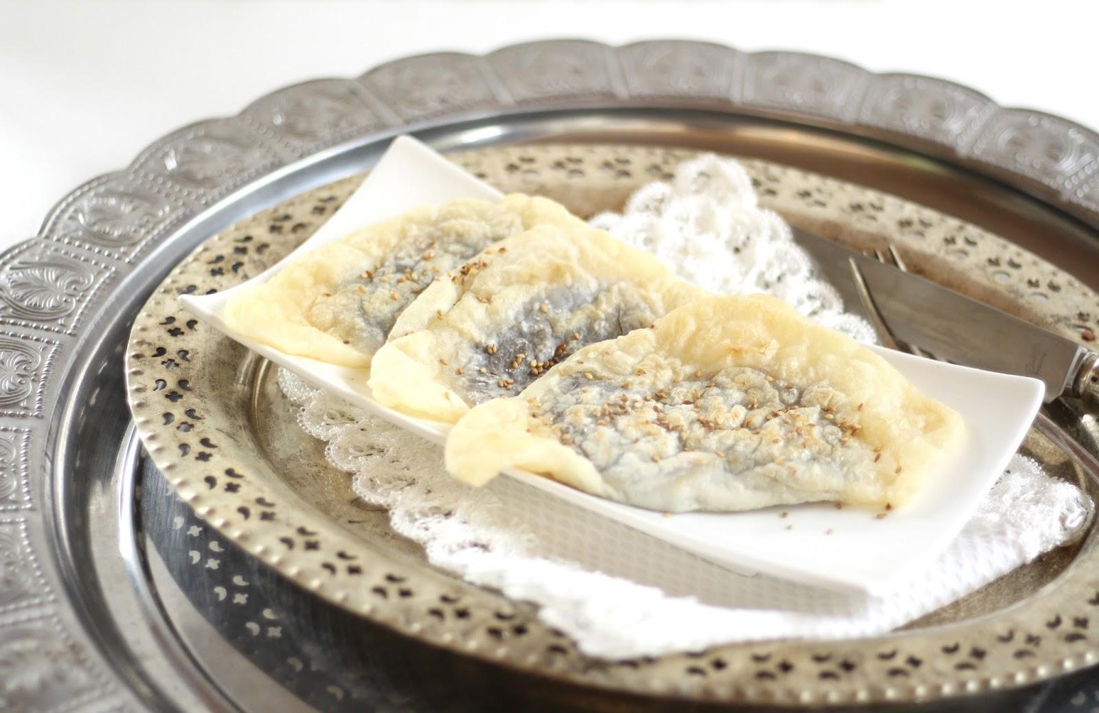 Bukkumi - koreanische süße Reismehlpfannkuchen mit Azuki-Bohnepaste gefüllt