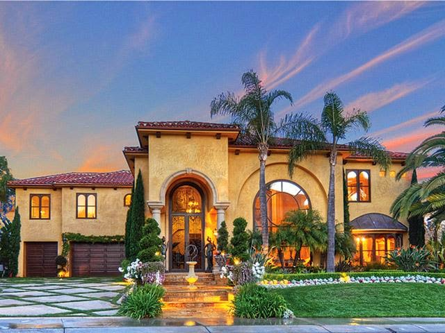 Tricked Out Mansions Showcasing Luxury Houses Laguna