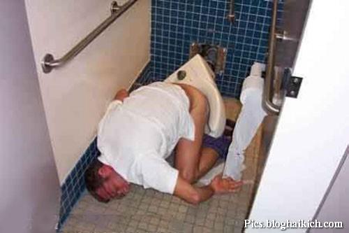 Ngủ khi đi Toilet