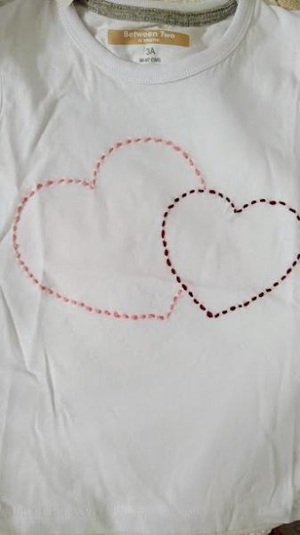 camiseta corazones hecha a mano