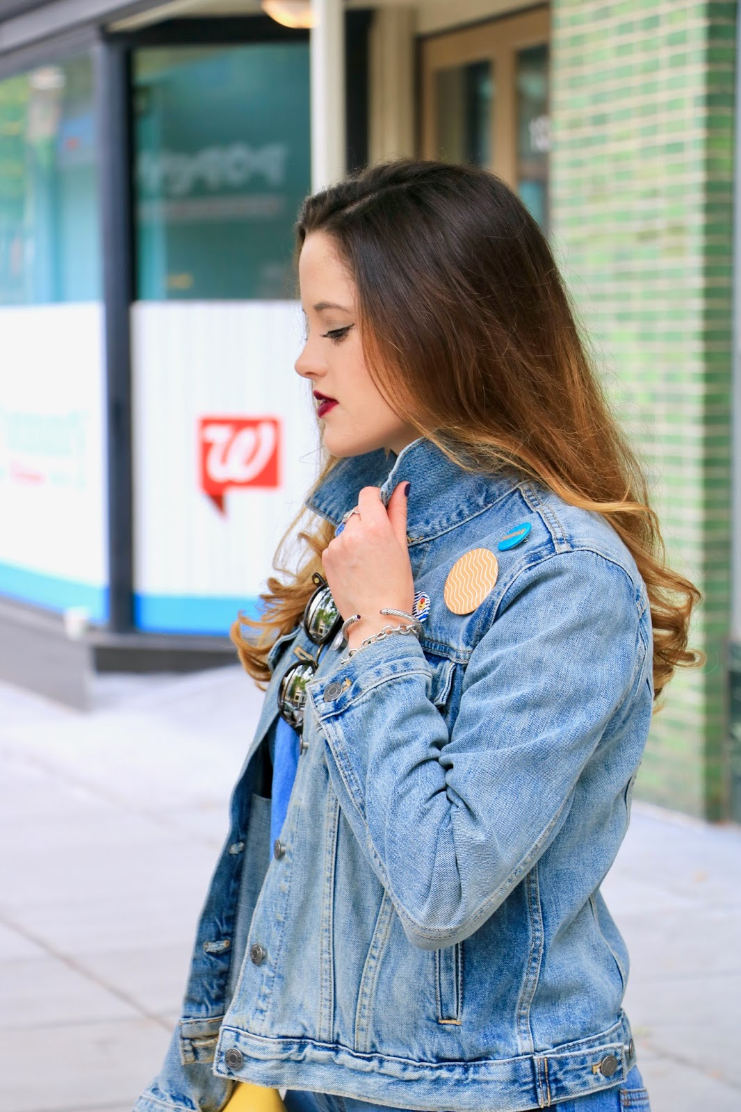 Nyc fashion blogger Kathleen Harper shows how to wear a jean jacket