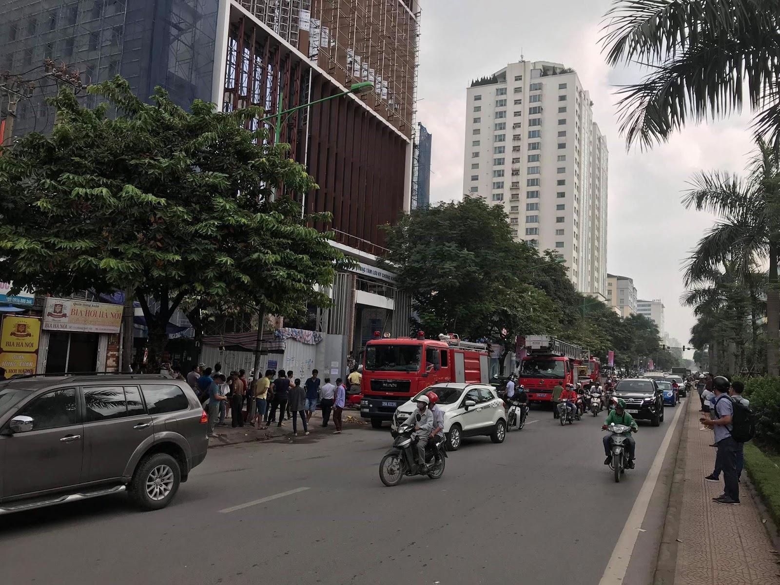 Cháy lớn tại toà nhà đang xây ở Hoàng Quốc Việt - Hà Nội