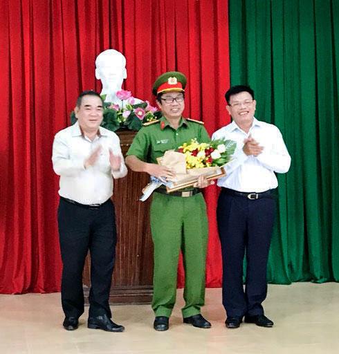 Vietcombank thưởng công an Khánh hòa trong vụ bắt cướp