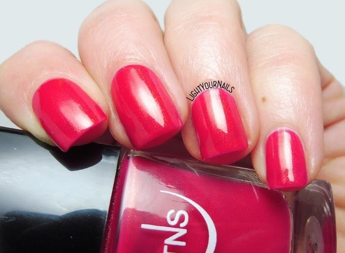 Smalto rosa con pagliuzze dorate TNS Cosmetics 562 Altrove golden shimmery pink nail polish #nails #tnscosmetics #unghie #tnsfirenze #tnsaltrove #lightyournails