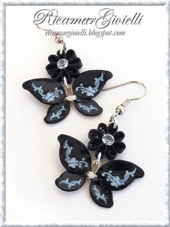 Orecchini a forma di farfalla realizzati con lo smalto per unghie e decorati in quilling
