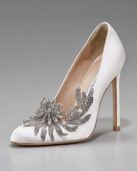 zapatos de novia con flores