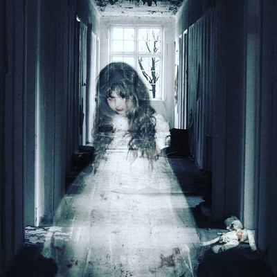 A little girl saw the ghost