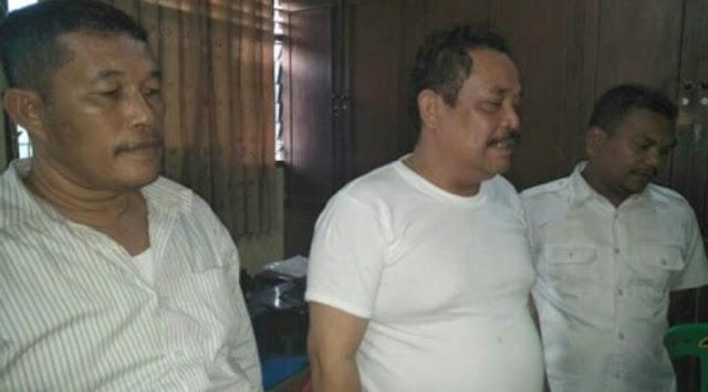 Kabid Disanla Provsu tersangka kasus judidan dua temanya saat di kantor polisi.