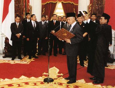 presiden B.J. Habibie.