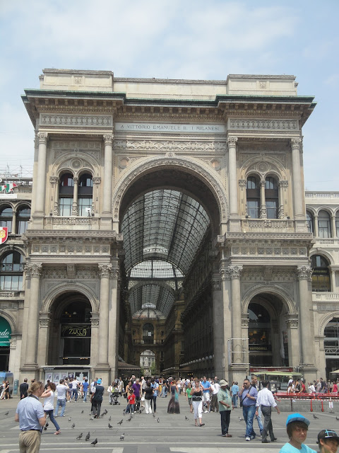 Galleria Vittorio Emanuele II na Piazza Duomo - Milão - Itália