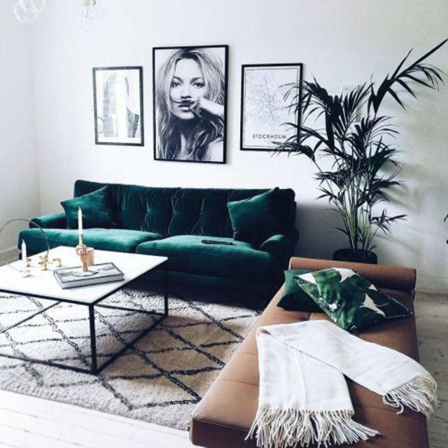 sofá con tapicería de terciopelo