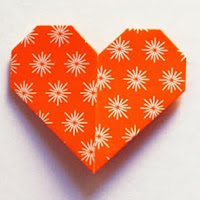 http://howaboutorange.blogspot.com.es/2013/01/heart-shaped-page-marker-origami.html