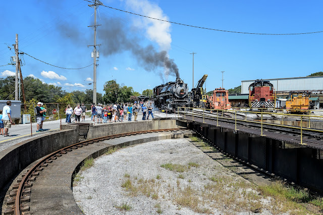 Turntable action during Tennessee Valley Railfest
