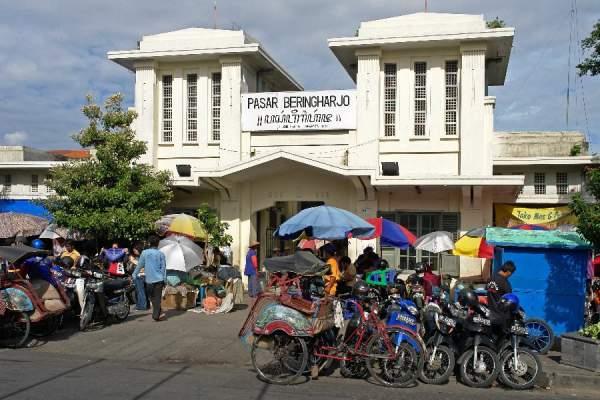 Beli batik di pasar Beringharjo Jogja