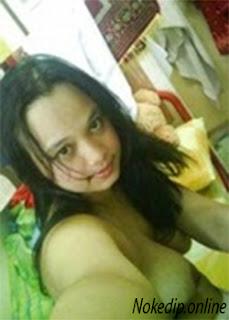 ABG Jilbab Selfie Bugil