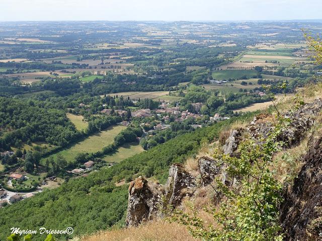 vue de la plaine depuis le Castrum de Contrast dans la Montagne Noire Tarn