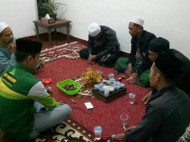 Sebut Gus Mus, Mbah Moen dan Habib Quraish dengan Kiai Su'u, Pemuda ini Didatangi Banser