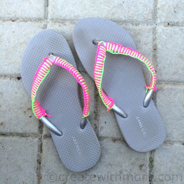 Flip-Flops craft using   Scoubidou