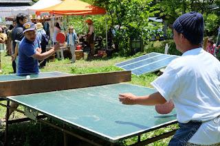 kajiya ご縁市 卓球を楽しむ人たち