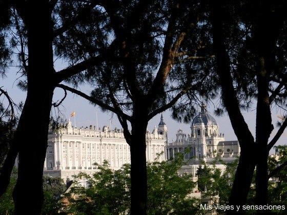 Jardines del Templo de Debod, Parque del Oeste, Palacio Real, Madrid