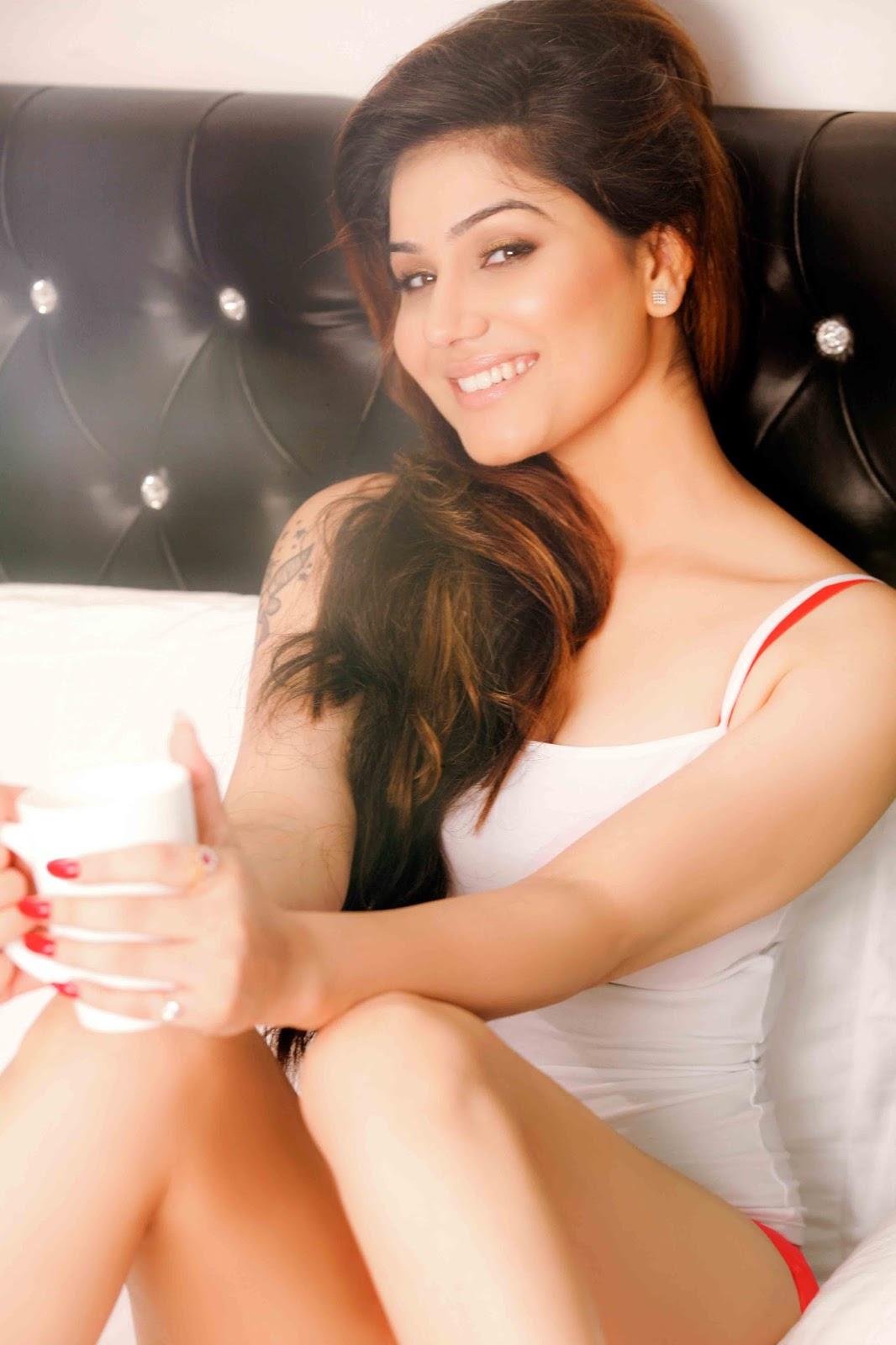Kangna Sharma hot legs, Kangna Sharma thunder thighs