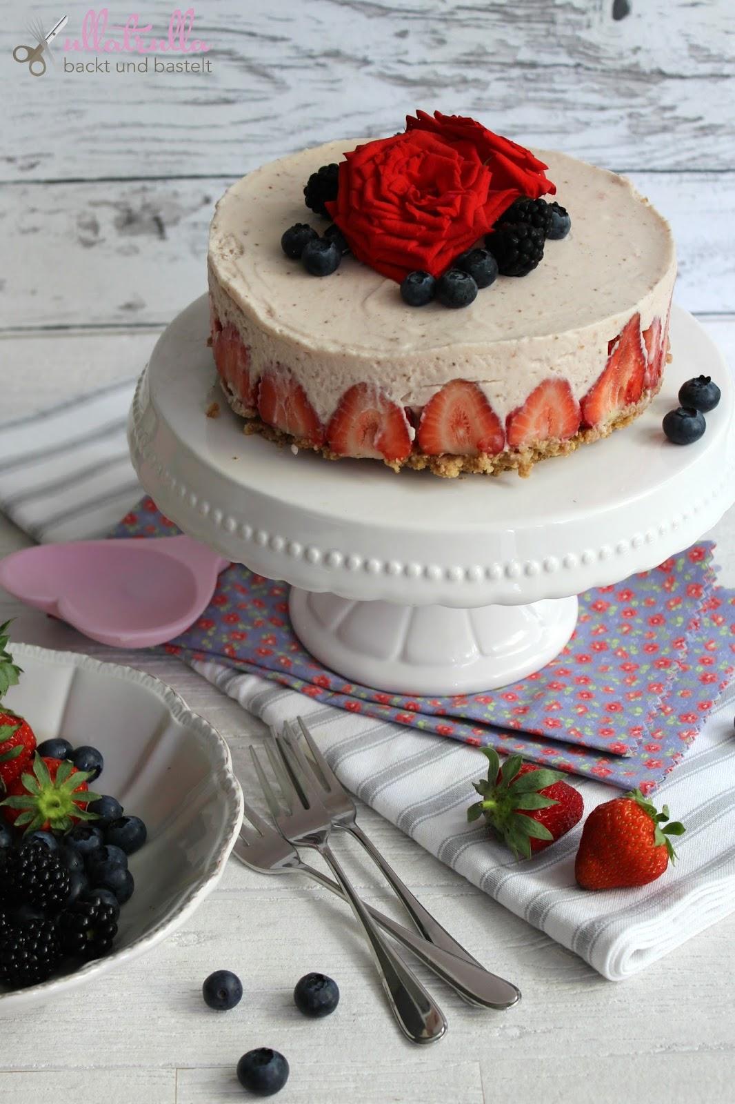 ullatrulla backt und bastelt no bake cheesecake mit erdbeeren. Black Bedroom Furniture Sets. Home Design Ideas