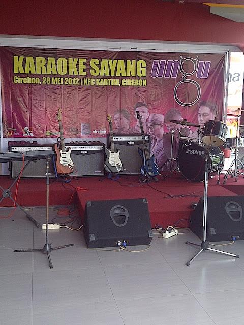 Lomba Karaoke Lagu Sayang Ungu 2012