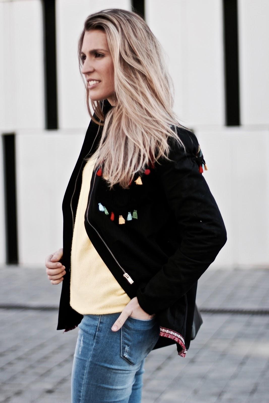 chaqueta con borlas