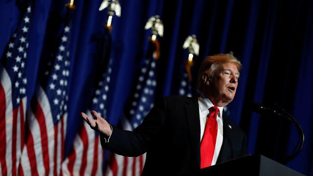 """Trump insinúa que autorizó un ataque cibernético contra Rusia pero no lo dijo antes porque """"a la CIA no le gusta"""" que él hable"""