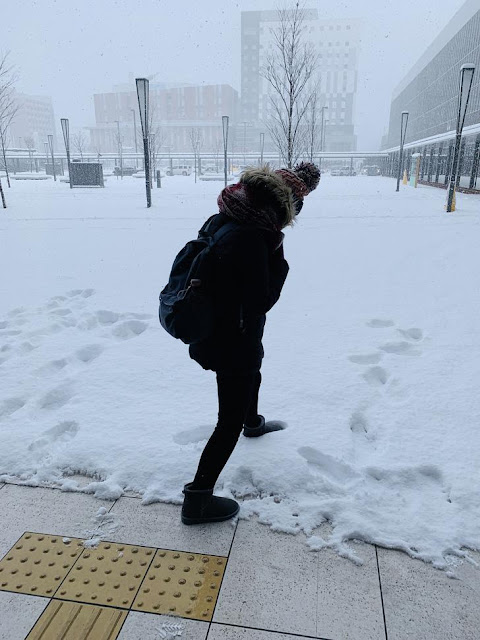 踩雪留下腳印