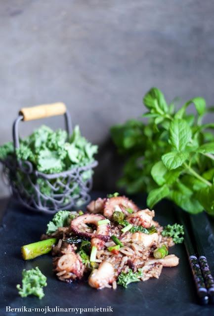 osmiornica, ryz, smazony ryz, stir fry, obiad, chinszczyzna, bernika, kulinarny pamietnik, octopusy