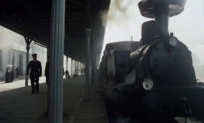 pociąg w filmie ziemia obeicana