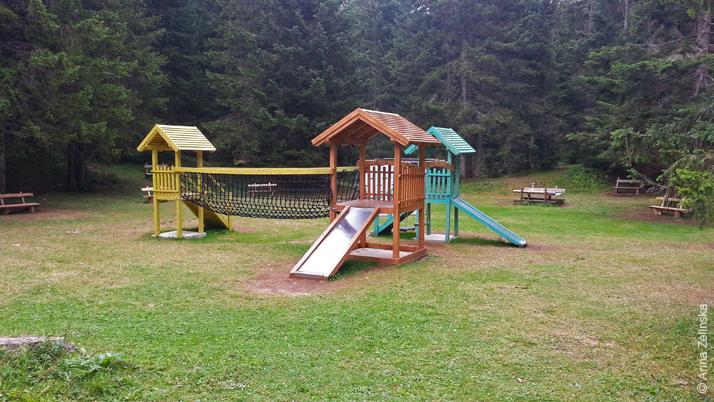 Детская площадка около Черного озера, Черногория
