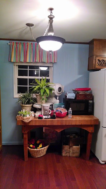 Color in the Kitchen, Painting a brown kitchen Blue