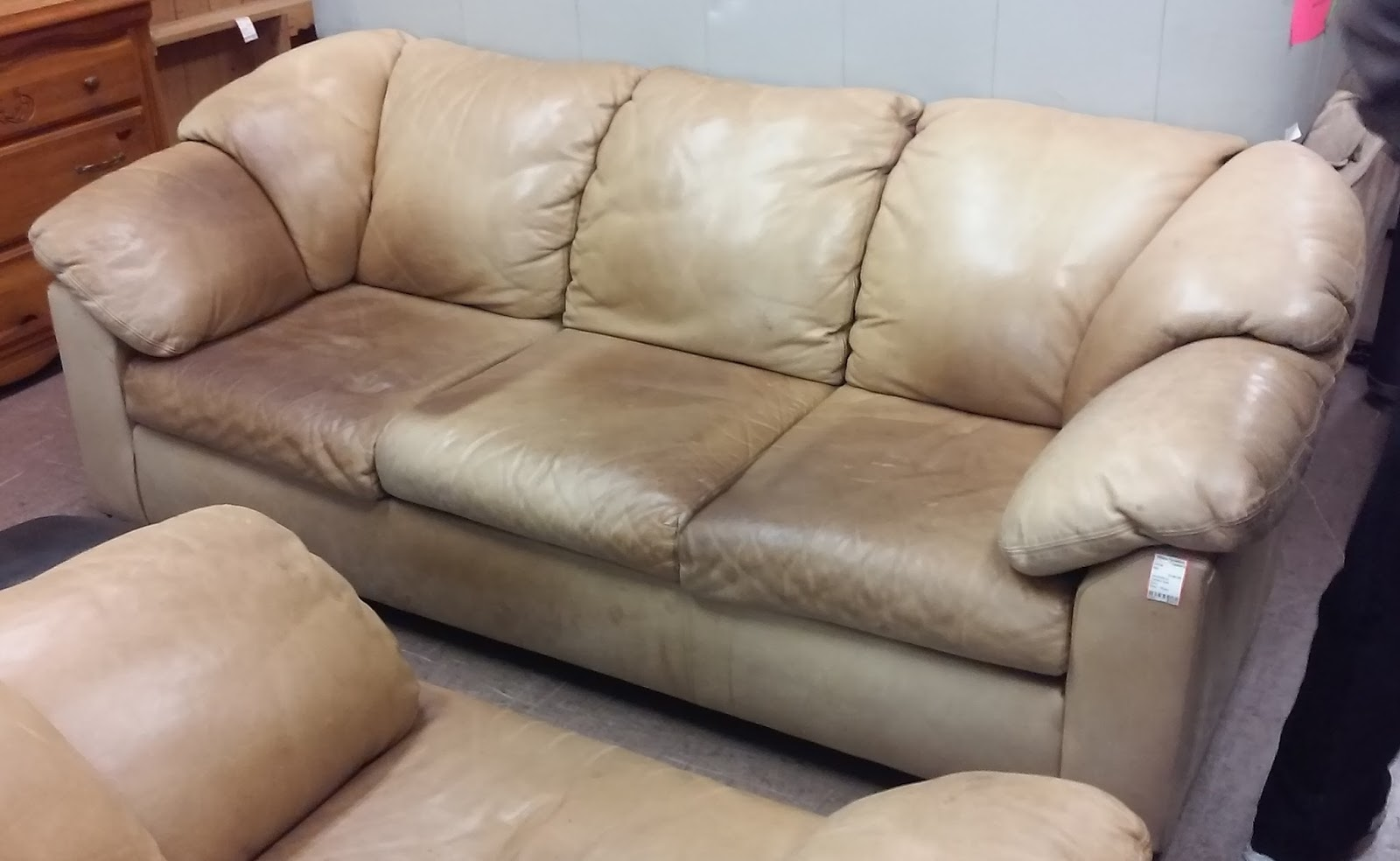 UHURU FURNITURE & COLLECTIBLES: SOLD #10746 Leather Factory ...