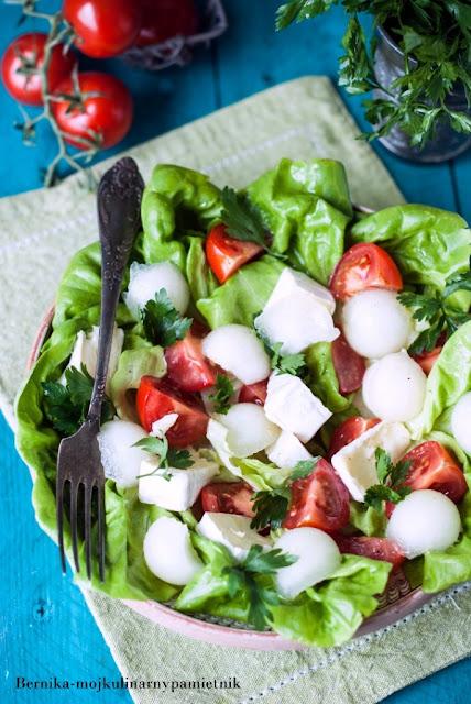 salata, salatka, melon, obiad, pomidory, winegret, bernika, kulinarny pamietnik, ser