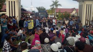 Ratusan Warga Datangi Mako Polres Tebo