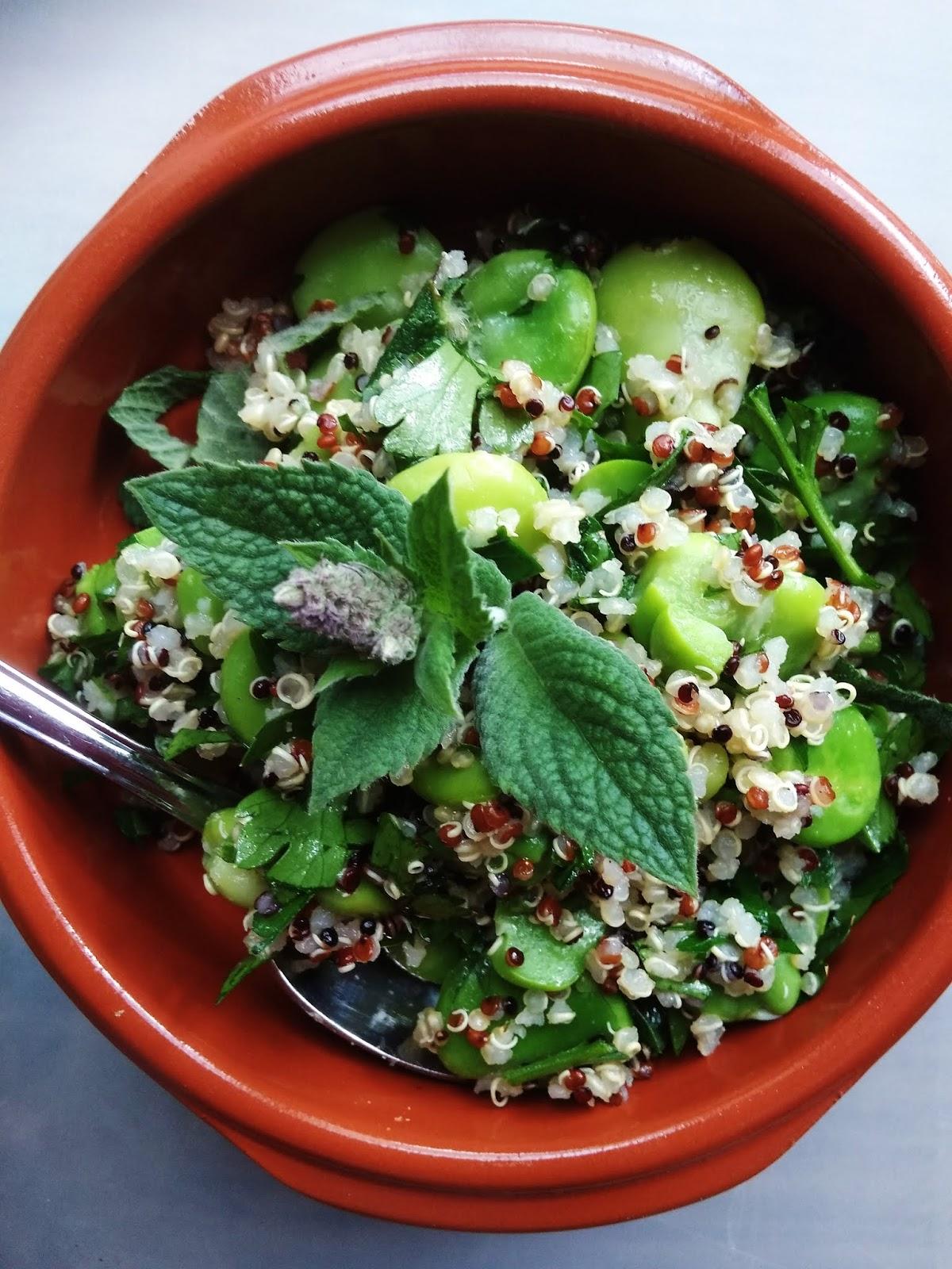 Sałatka z bobu i quinoa