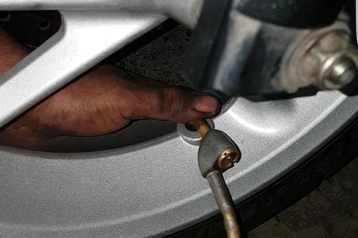 Simak Angkanya, Berapa Tekanan Angin yang Pas Buat Ban Motor?