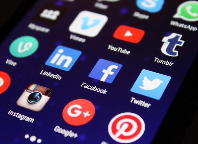 Hình ảnh là một màn hình gồm các mạng như : youtube, facebook, instagram, google, linkedln