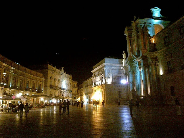 Palermo - Plaza de la Catedral por la noche