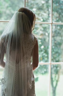 Novia en la ventana