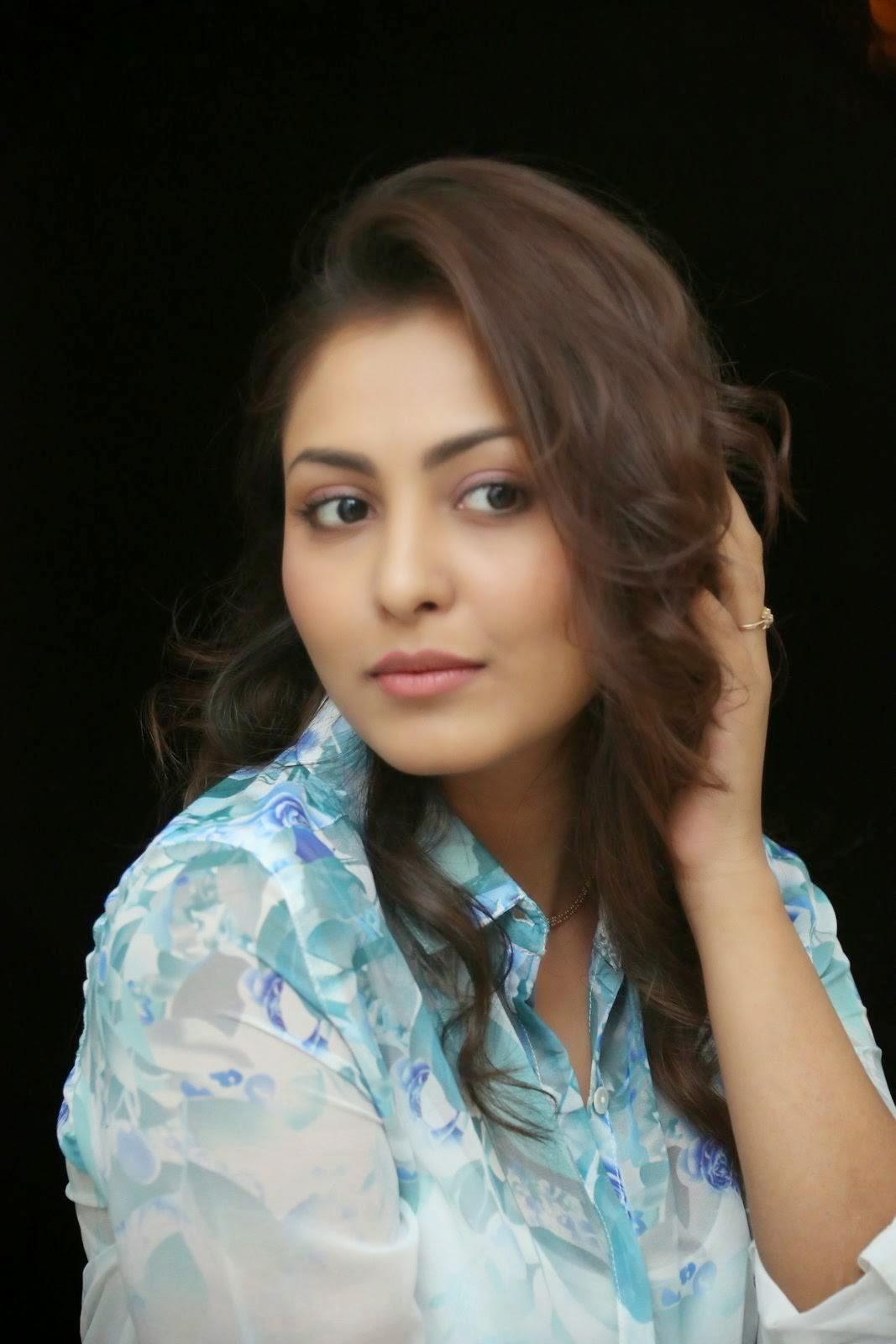 Actress Madhu Shalini images, Madhu Shalini Hot Face Close up images