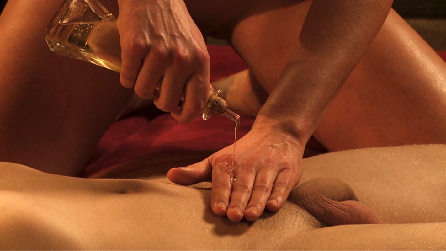gay forzado masaje corporal