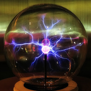 Raios Coloridos (Plasmabola) (Museu de Ciência e Tecnologia da PUCRS)