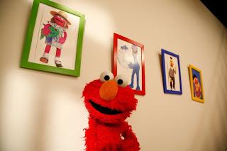 Inden i Elmo er Thomas Roos