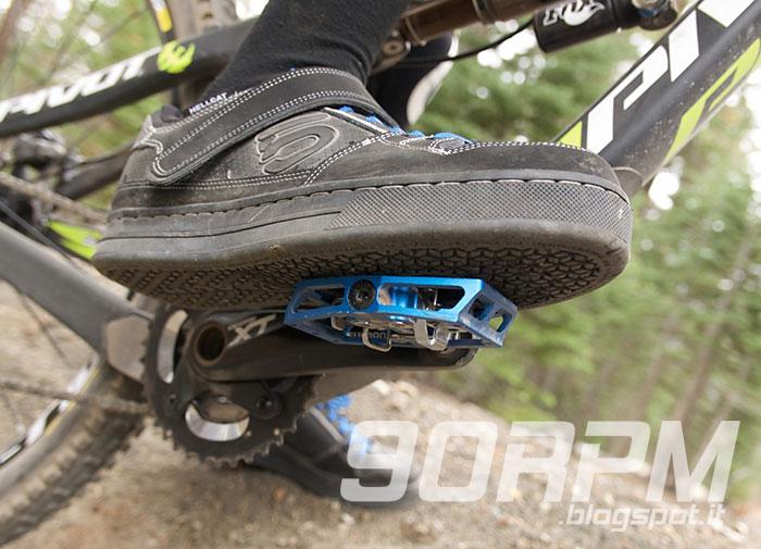 hot sale online b00b6 736c1 Pedalare flat e pedalare clipless, analisi e confronto