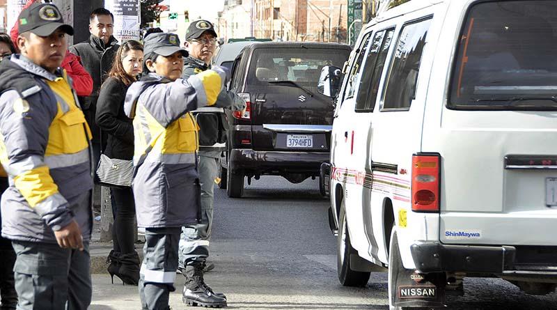 La alcaldesa se sumó a las tareas del control de transporte en El Alto